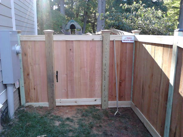 Flat board fence gate